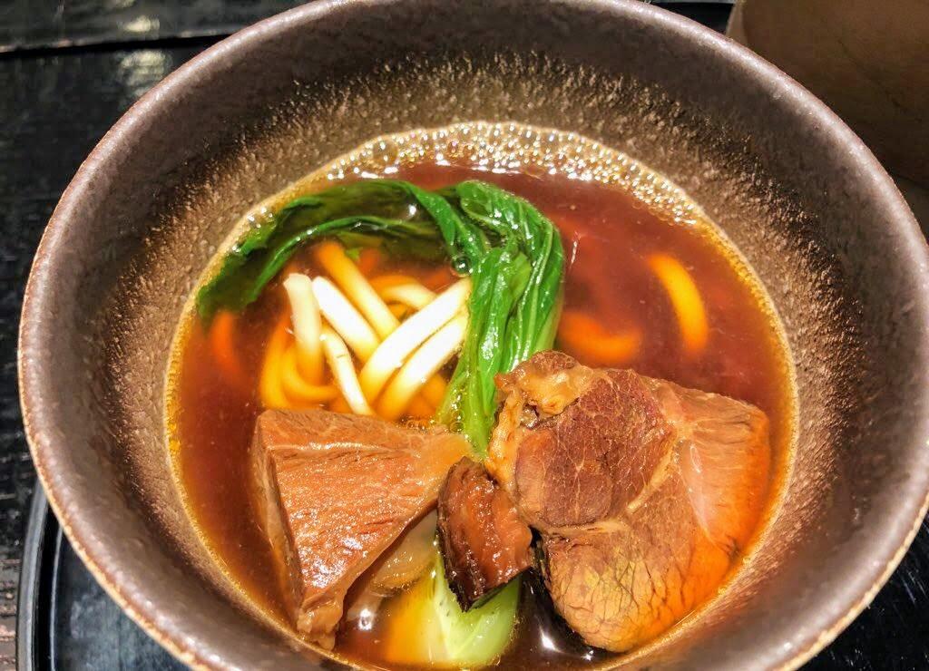 桃園キャセイラウンジの牛肉麺