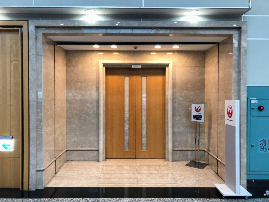JAL桃園空港ラウンジの入り口