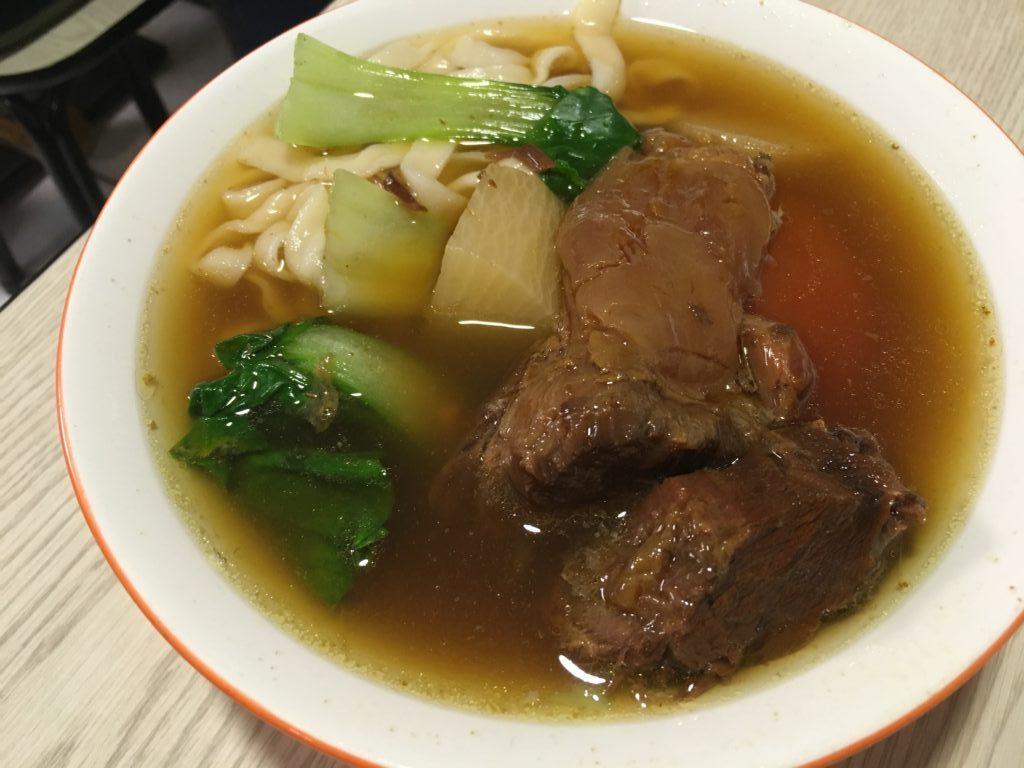 半島牛肉麺の牛肉麺