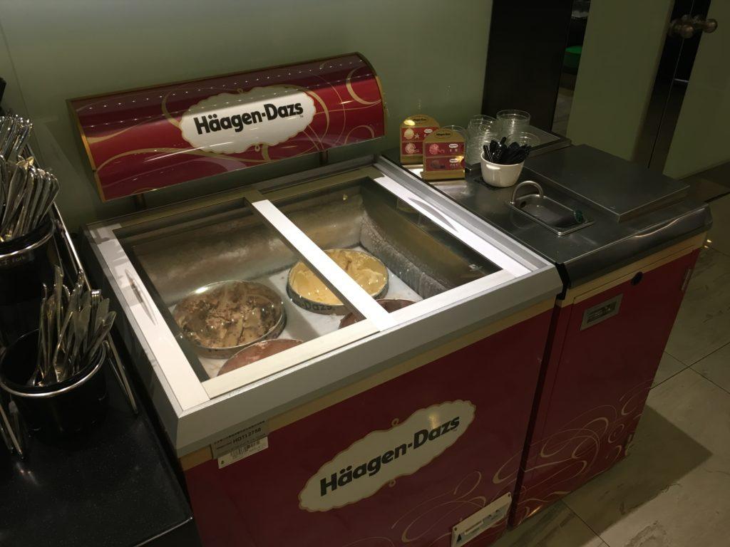 桃園空港第二ターミナルのエバー航空ラウンジハーゲンダッツ食べ放題