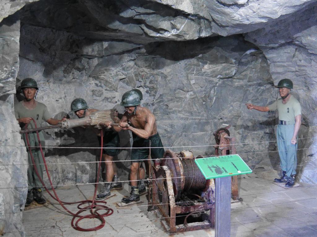 小金門のトンネルを掘ってる様子