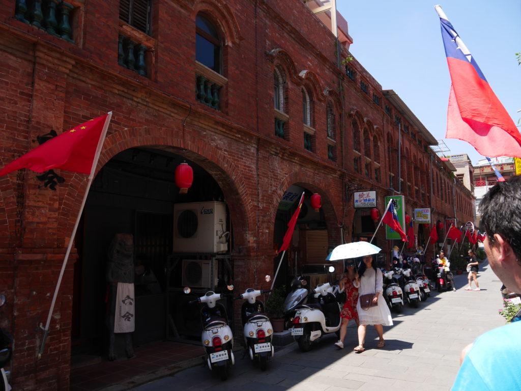 模範街の中国国旗
