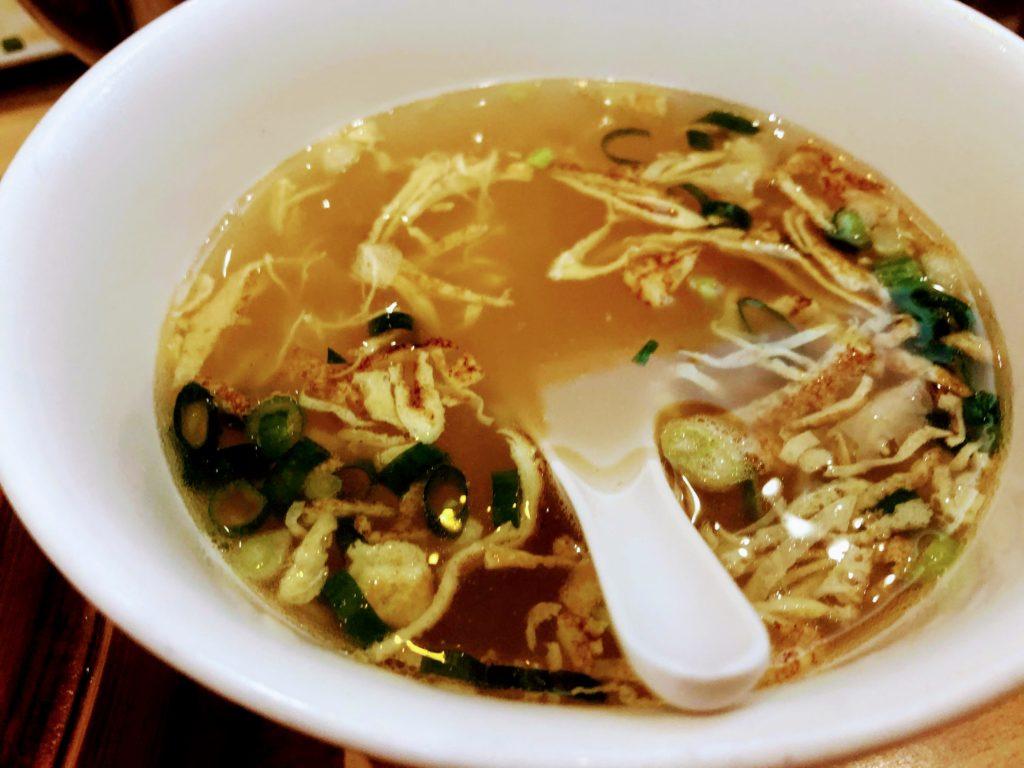 黄龍荘のミニ小籠包についてくるスープ