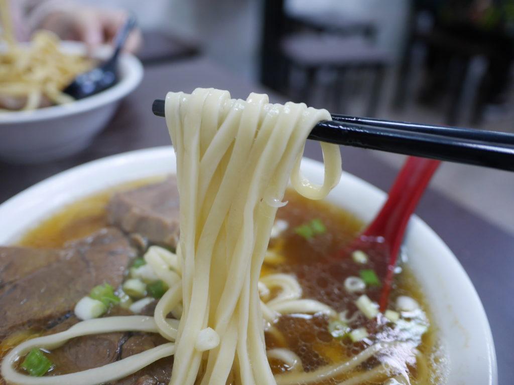 高雄の港園牛肉麺の牛肉麺の麺