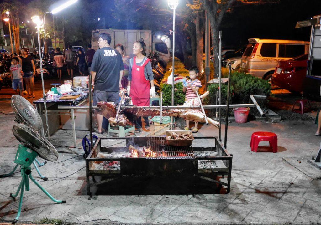 彰化の田尾の夜市の豚の丸焼き