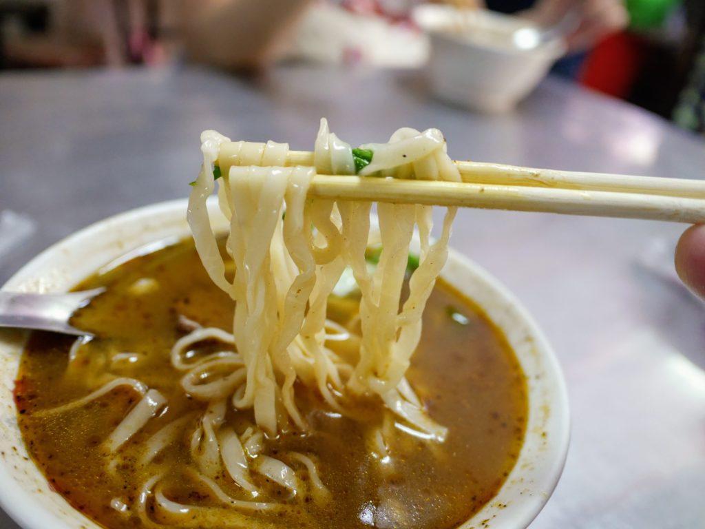 正宗紅焼牛肉麺の牛肉麺の麺
