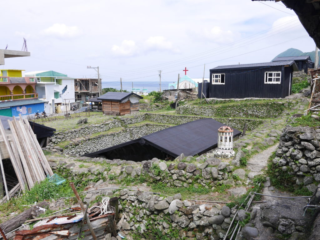 蘭嶼の地下の家