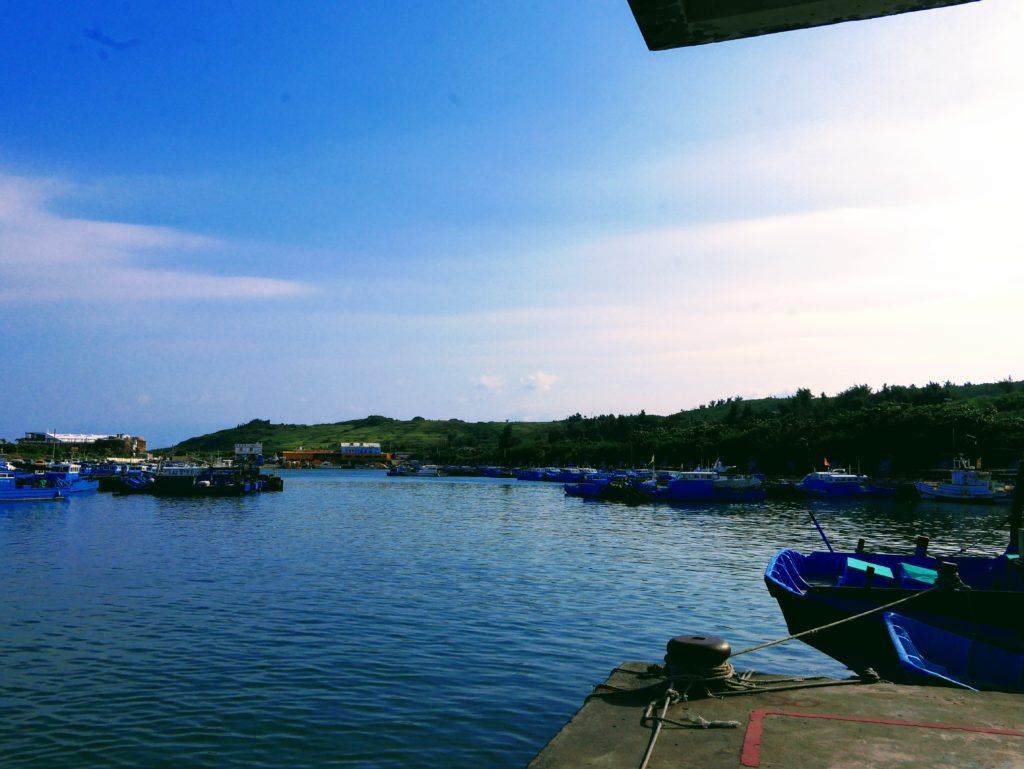 漁会の横の海