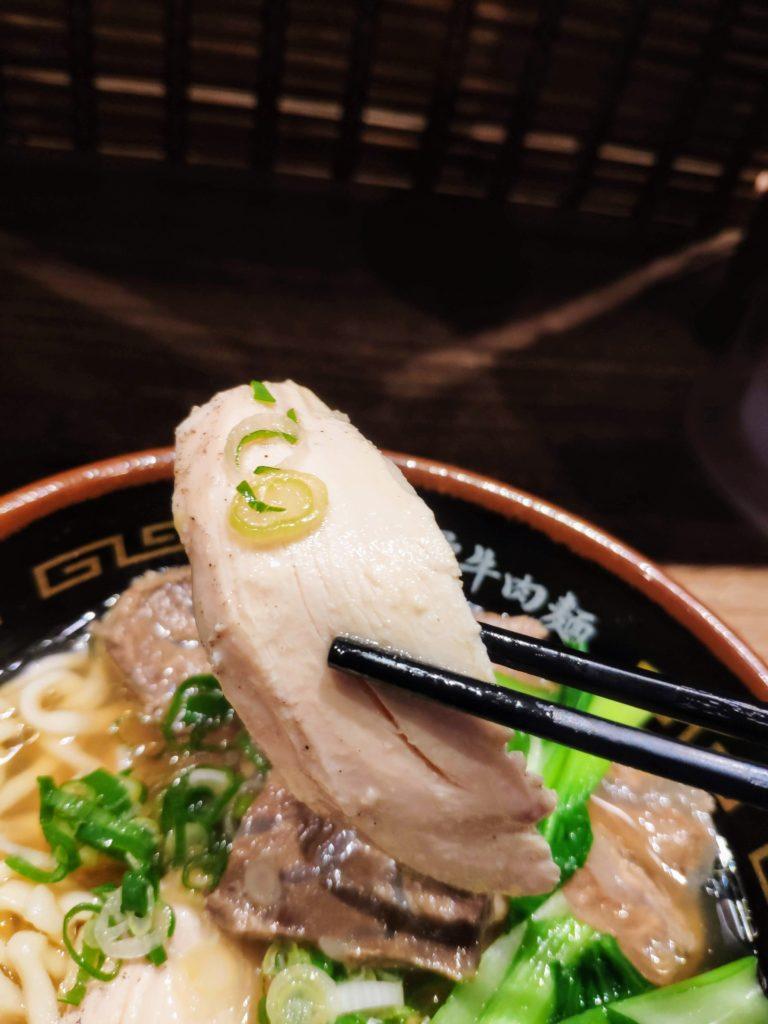 麺屋牛一雞骨牛肉麺の鶏肉