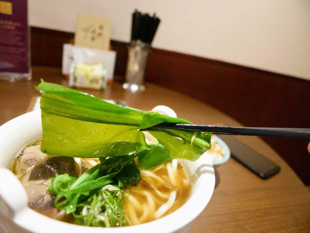 府城晶華の名物牛肉麺の葉っぱ