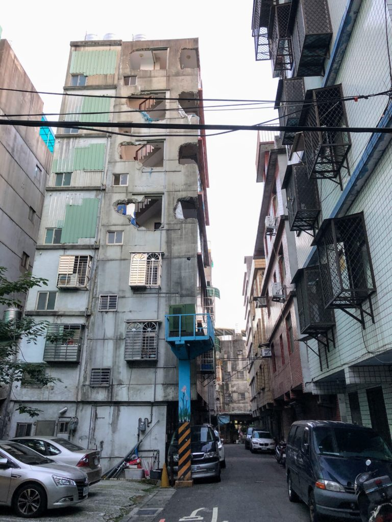 五和新邨の街角