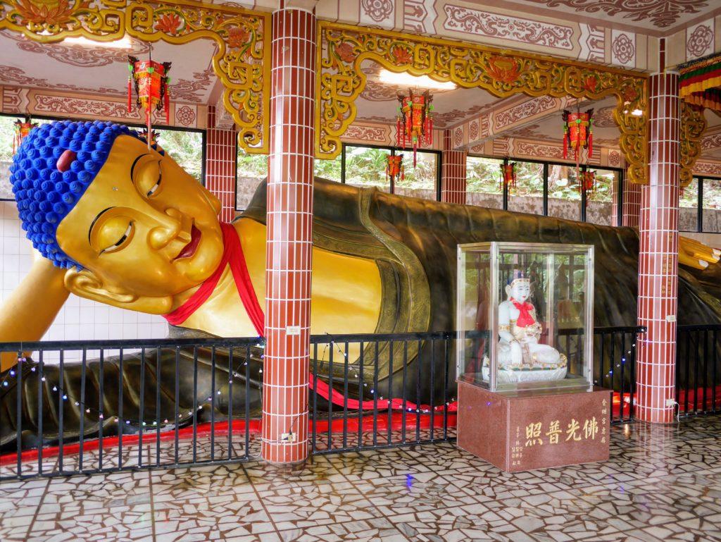 台湾最北端の石門金剛宮の寝大仏